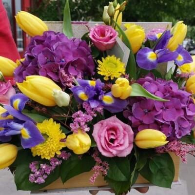 Aranjament floral cu lisianthus Hortensia lalele, Iris.. Preț 180 lei