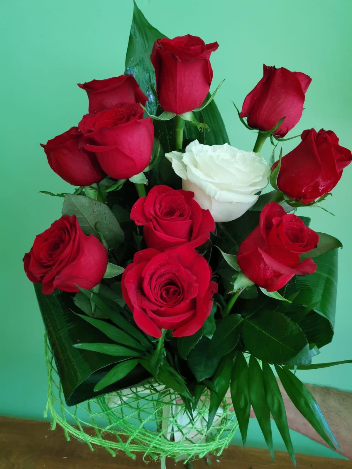 Buchet 11 trandafiri 95 lei
