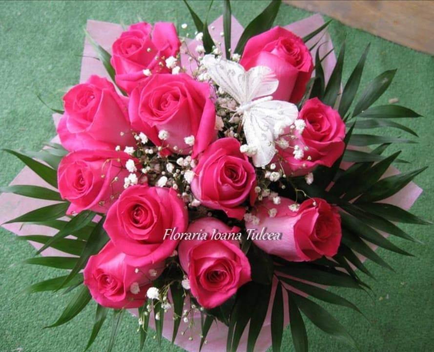 Buchet 11 trandafiri cyclam preț 95 lei